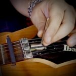 regolazione altezza corde chitarra